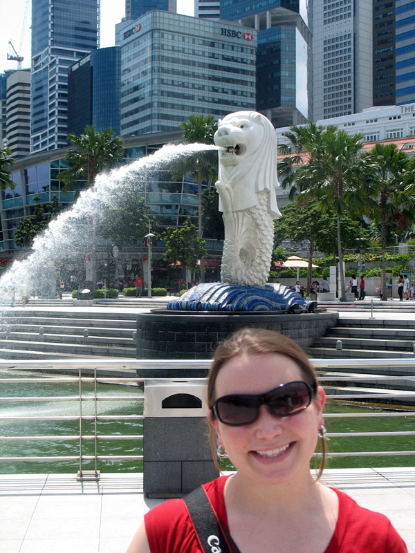 Jen in Singapore with the Merlion